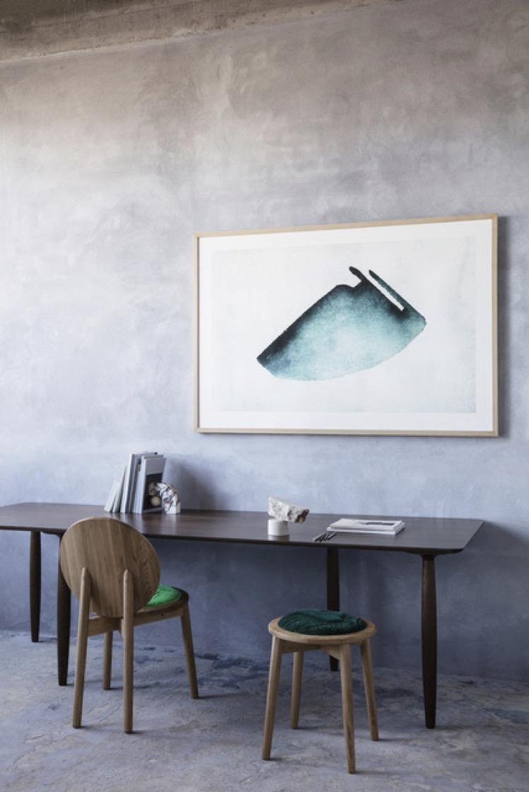 Photo: Heidi Lerkenfeldt. Styling: Pernille Vest. Featured: Satyendra Pakhalé painting; Ca'lyah Tranquebar stool and chair.
